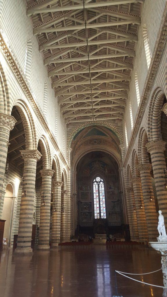 Innenraum des Domes von Orvieto in der Toskana