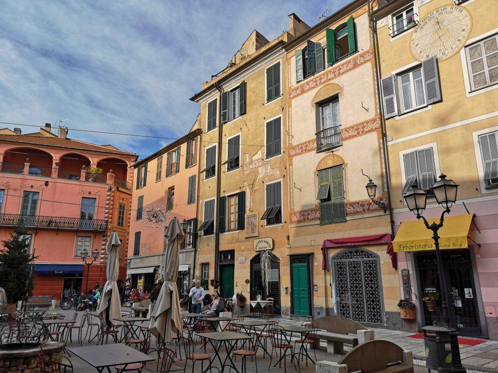 Piazza in Finalborgo Italien