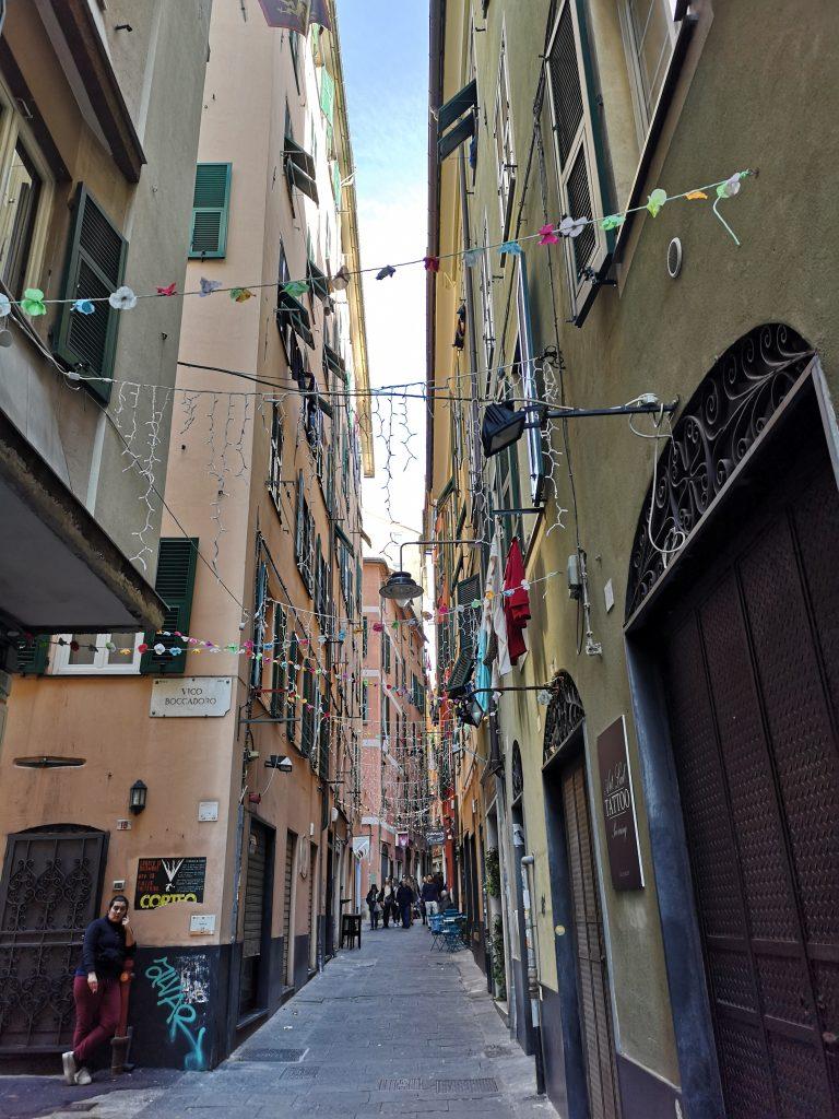 Enge Gassen in der Altstadt von Genua