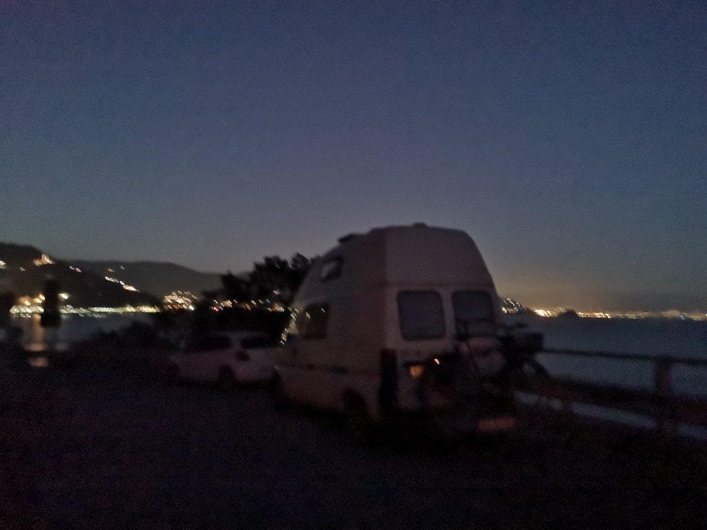Übernachtungsplatz mit dem Wohnmobil an Silvester am Meer in Italien bei Noli
