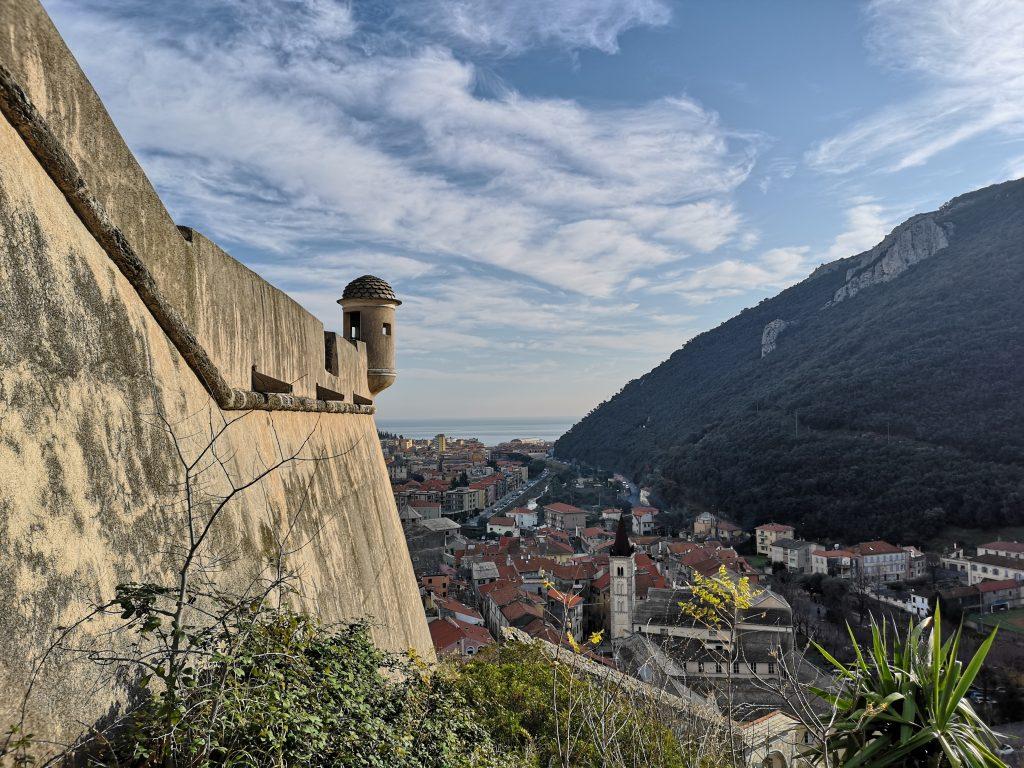 Blick auf Finalborgo von der Burg
