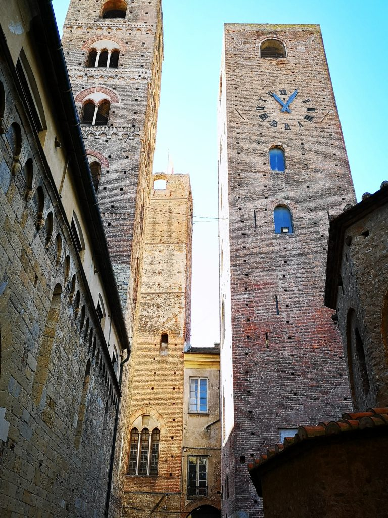 Geschlechtertürme in Albenga Italien
