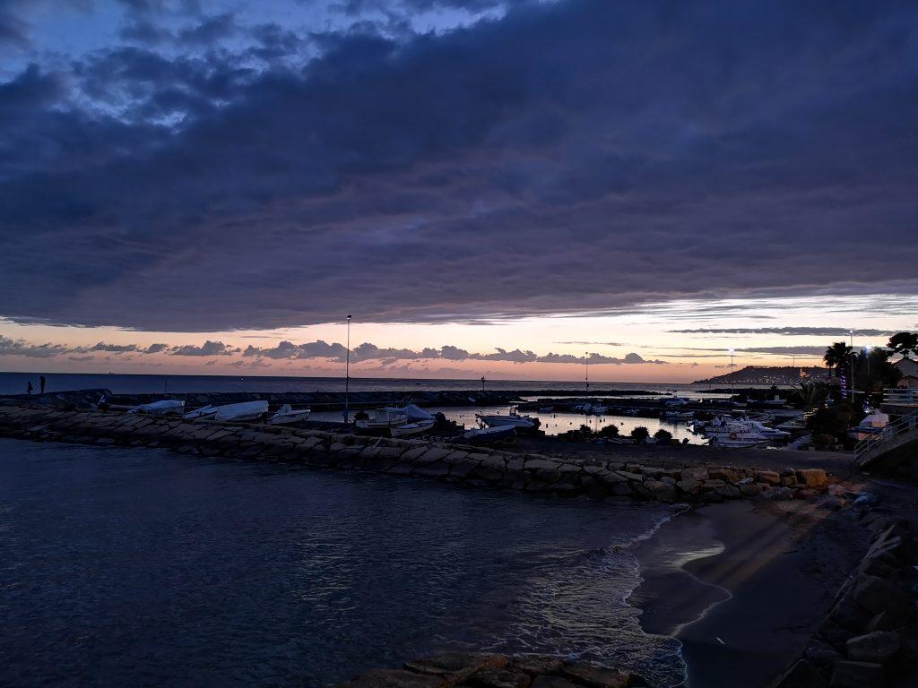 Der Hafen von Riva Ligure im Sonnenutergang Italien