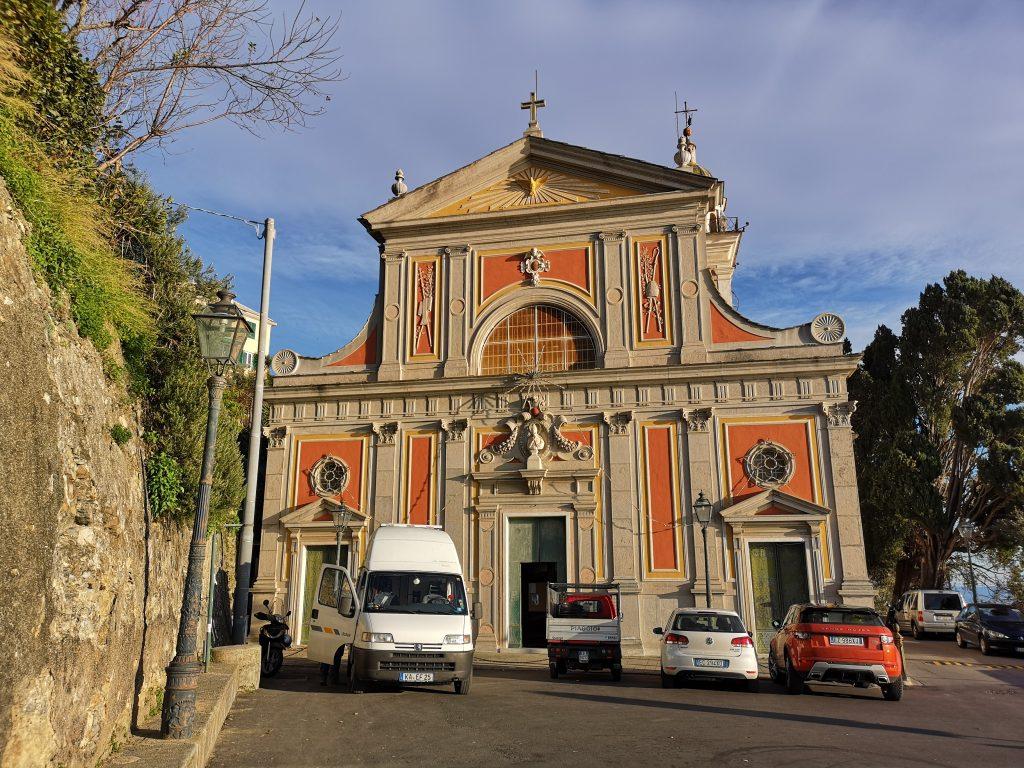 Kirche bei Genua mit unserem Wohnmobil