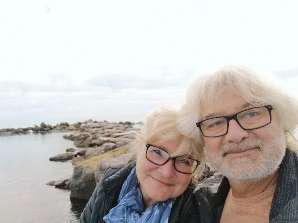 Franz und Elke in Ligurien am Meer auf der Reise durch Italien mit dem Wohnmobil