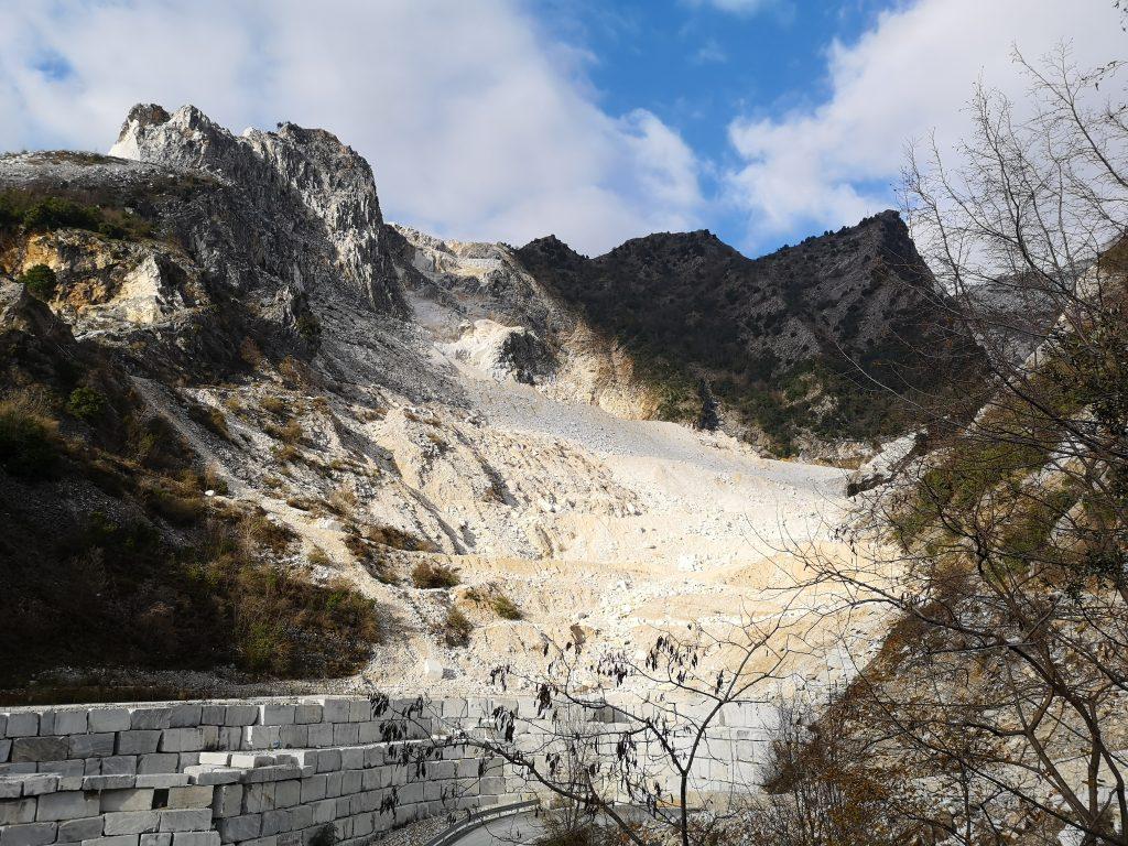 Blick auf den Steinbruch in Carrara Italien