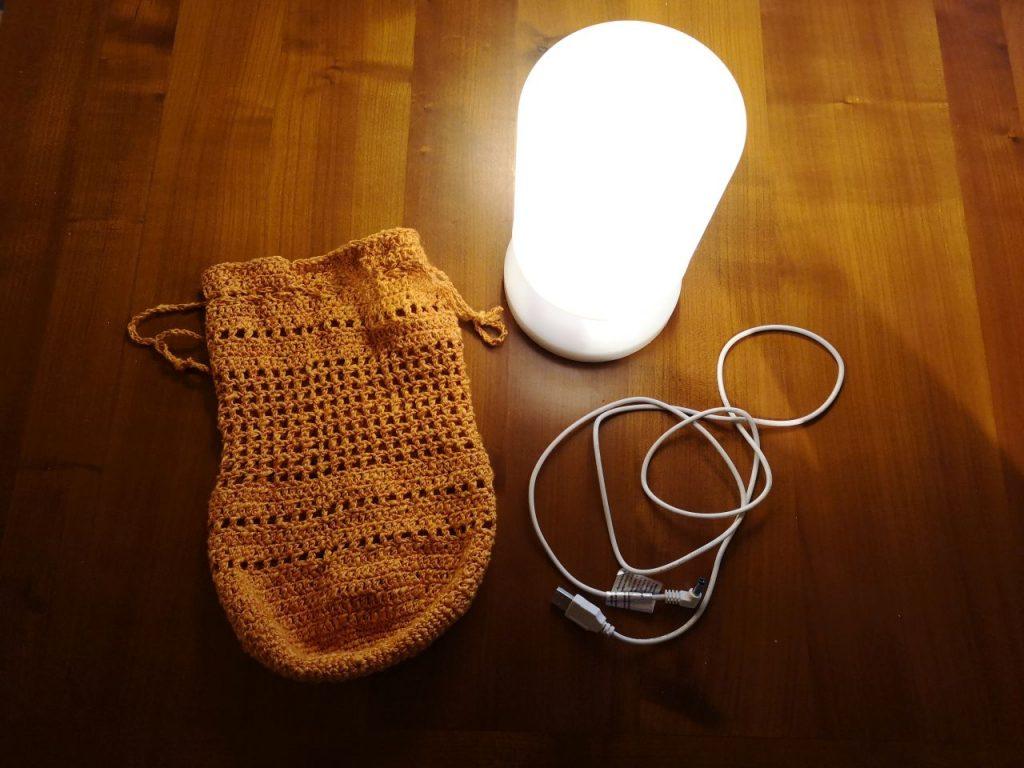 Praktische Lampe mit Lampenschirm für den Innen- und Außenbereich im Wohnmobil