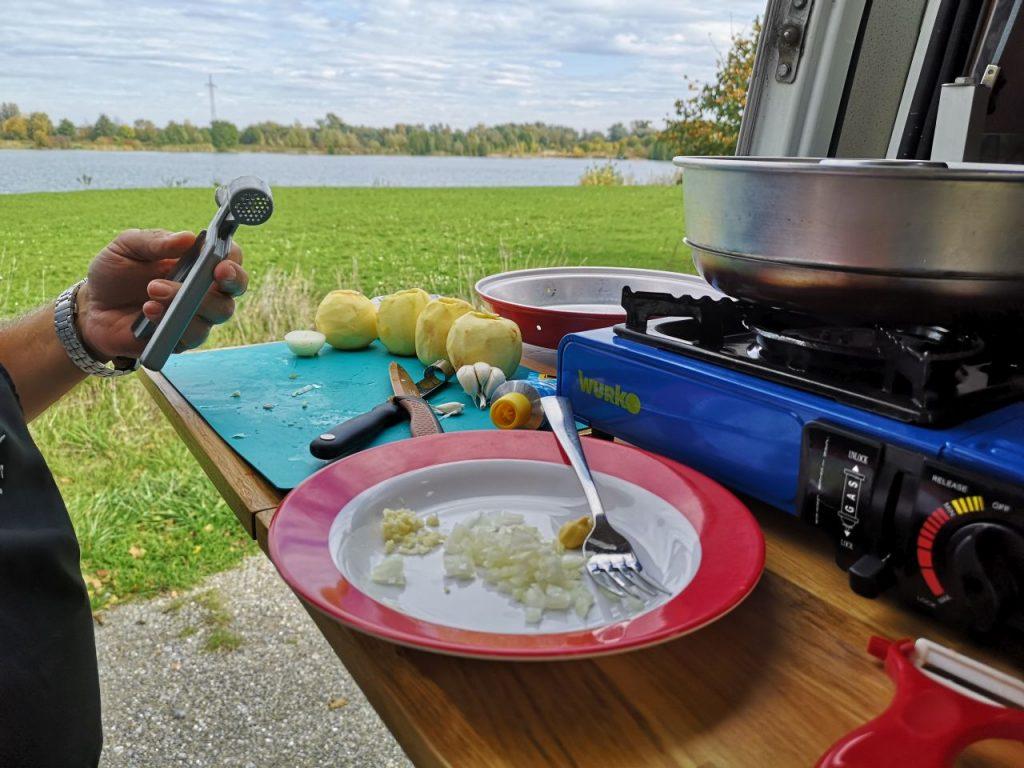Kochen im Wohnmobil, Äpfel mit Münsterkäse