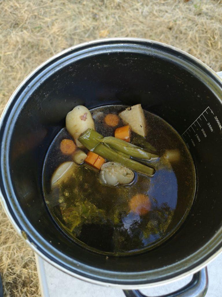 GEmüse für Kürbissuppe im Topf
