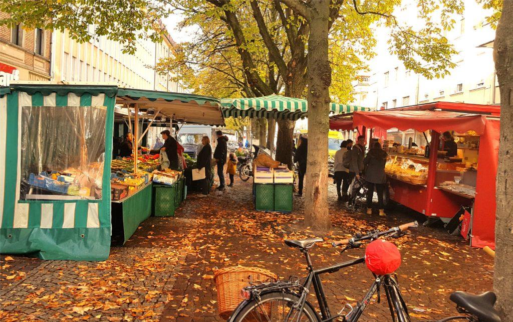Marktstände im Herbst