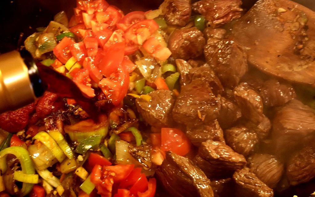 Fleisch und Gemüse Rezept für Camperküche