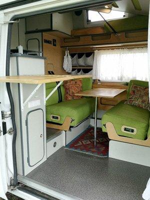Küchenarbeitsplatte im Van von außen